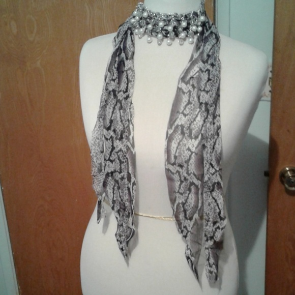 designer Accessories - NIB necklace scarf with beads